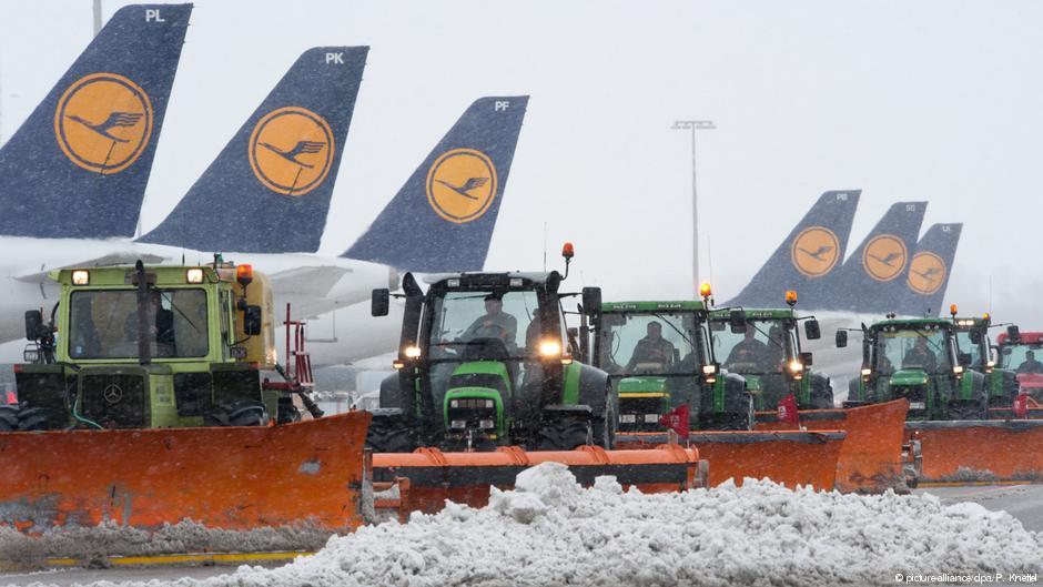 Через сніг в аеропорту Мюнхена скасували 120 рейсів. ВІДЕО