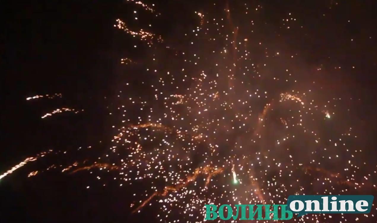 У Луцьку в Новорічну ніч порушували заборону про використання феєрверків. ВІДЕО
