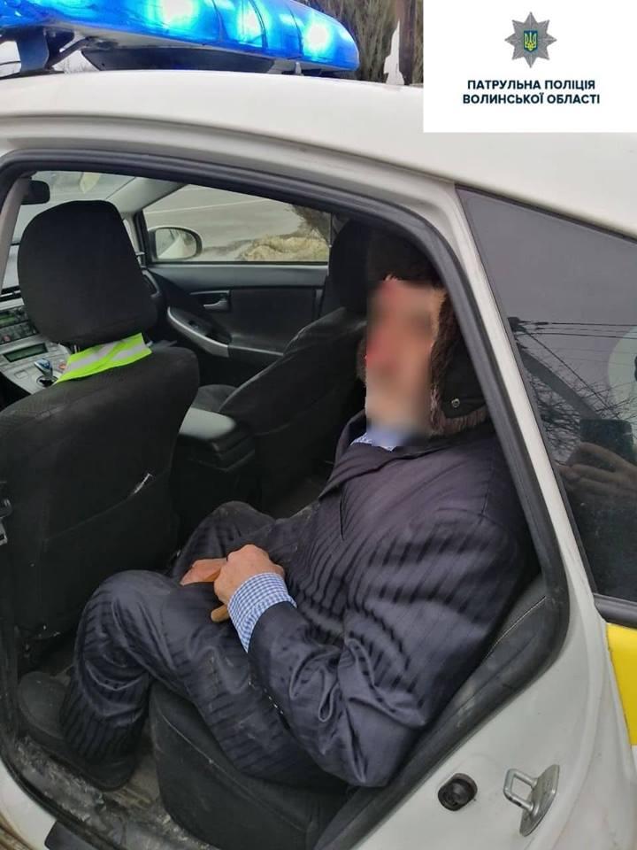 Поблизу Луцька виявили дезорієнтованого пенсіонера на обличчі із кров'ю