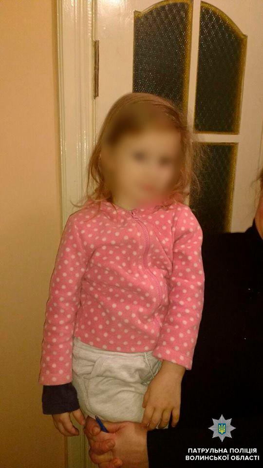 У Луцьку патрульні знайшли рідних дитини, яка загубилась