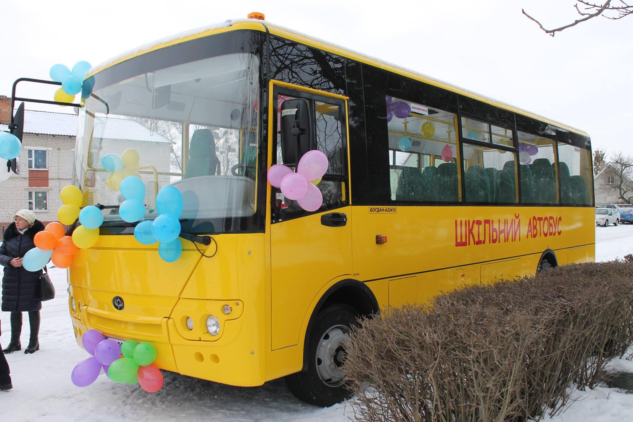 Волинська школа отримала новий автобус. ФОТО