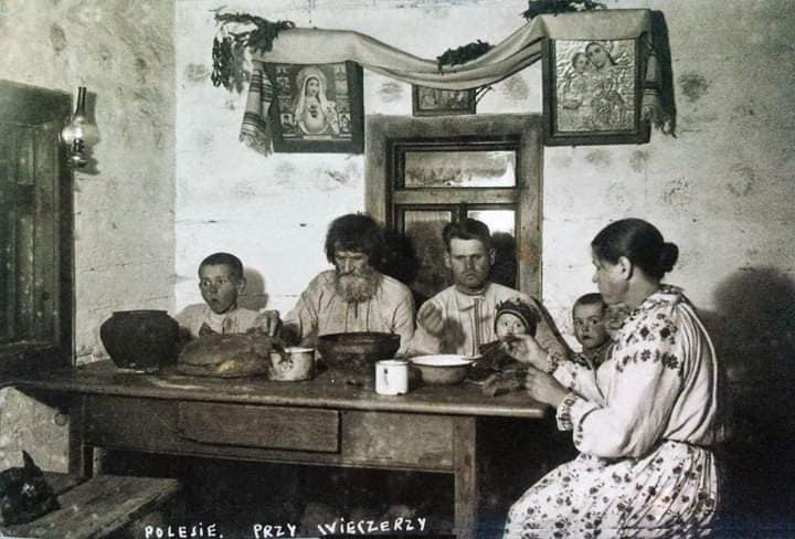 Показали фото інтер'єру волинських хат сто років тому
