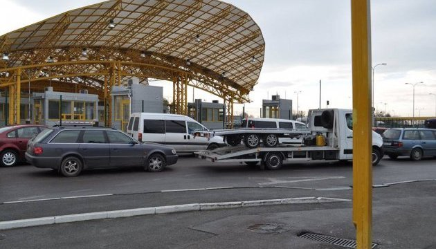 Волинська митниця попереджає проможливі затримки на українсько-польському кордоні