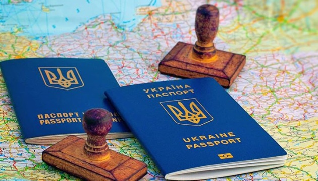 Українці можуть вільно подорожувати в 131 країну світу