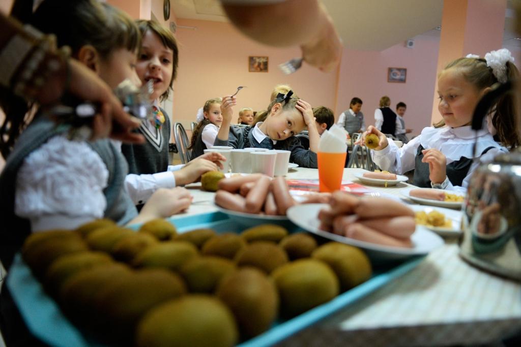 Понад 7,5 мільйона гривень витратять на харчування луцьких школярів: шукають хто харчуватиме дітей