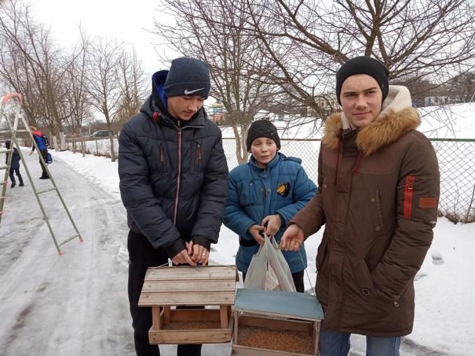 На подвір'ї школи юні лісівники Любомльщини облаштували «екоресторанчик» для птахів. ФОТО