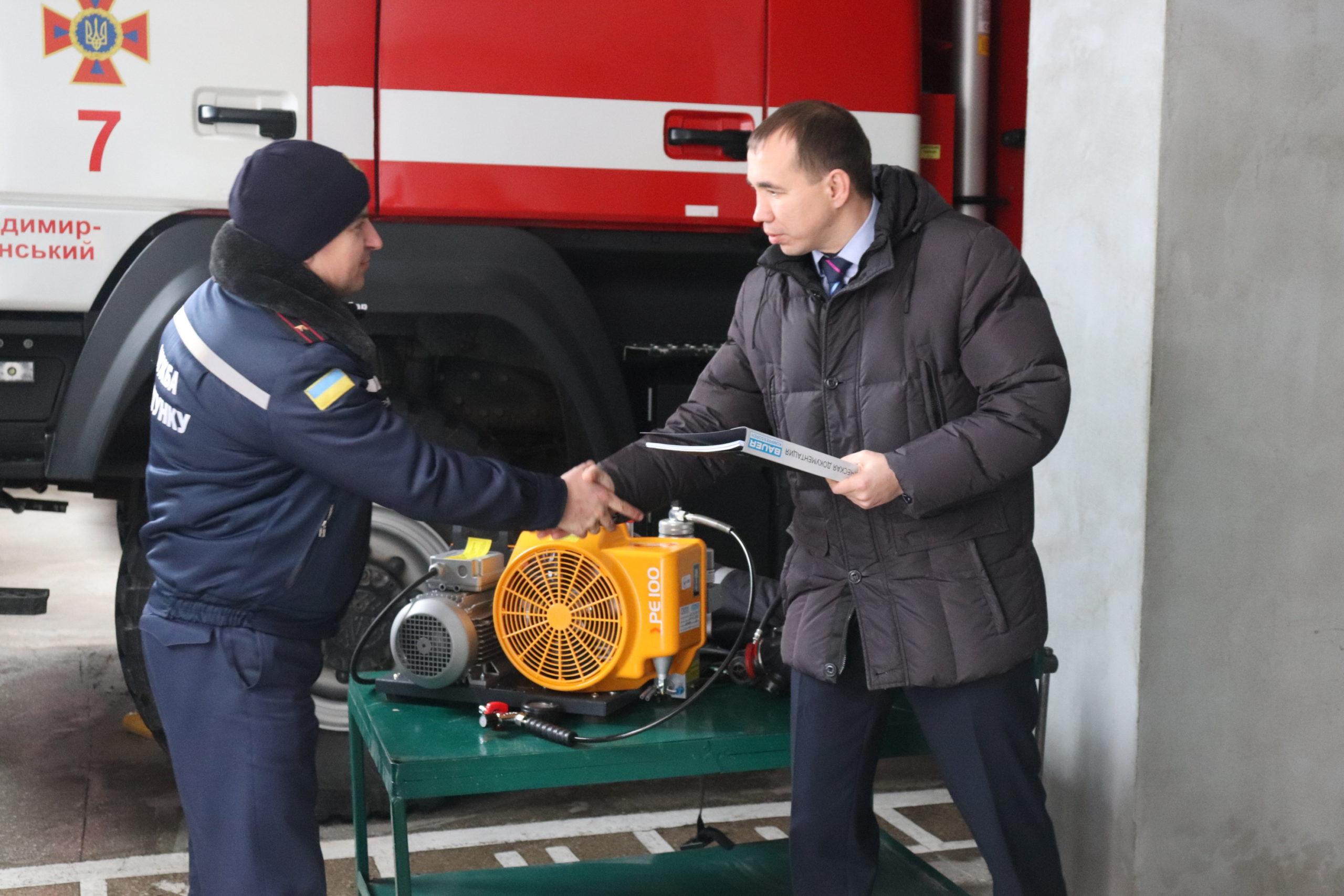 Волинським рятувальникам подарували потужний компресор
