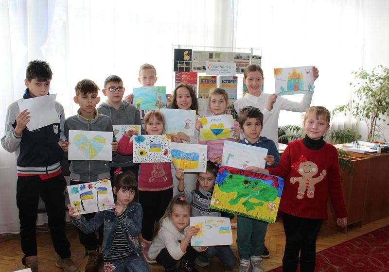На Волині діти долучилися до всеукраїнської «Естафети єднання». ФОТО