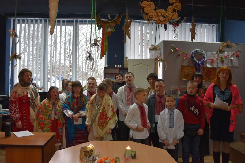 У Луцьку особливих дітей привітали з новорічними святами. ФОТО