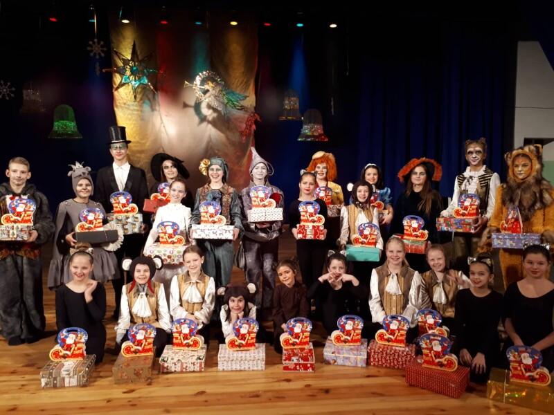 У Луцьку для дітей відбулася святкова музична вистава. ФОТО