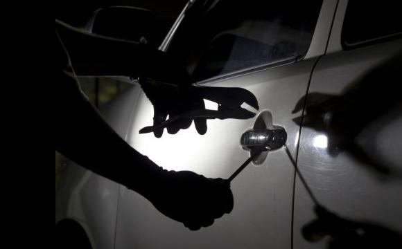 Зловмисник викрав із заправки автомобіль волинянина