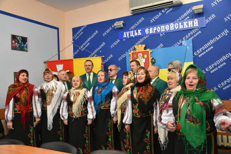 До міськради завітав гурт колядників Волинської обласної організації УТОС
