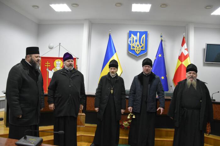 У Луцькраді звучали колядки і щедрівки у виконанні священнослужителів. ФОТО