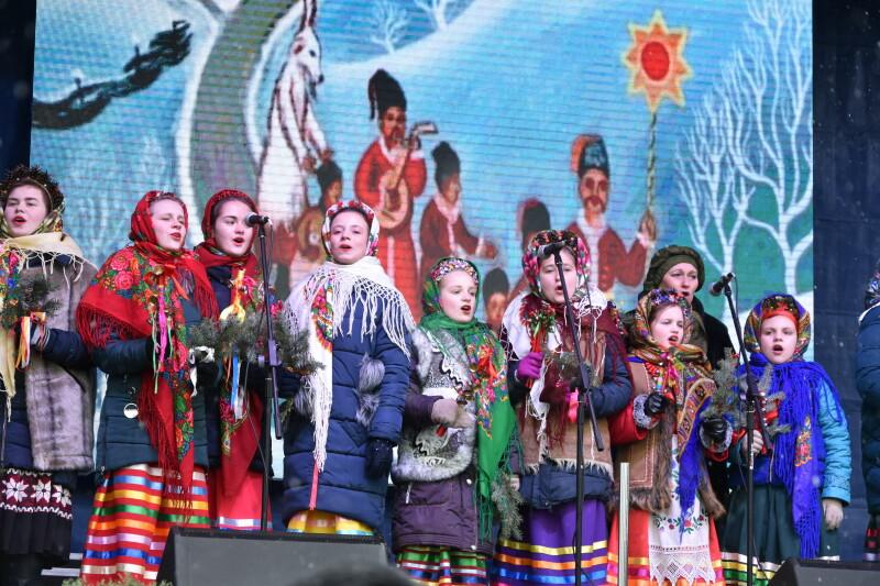Сотні лучан разом заколядували на етнофестивалі «Різдво у Луцьку». ФОТО