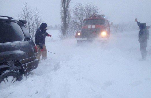 За добу волинські рятувальники тричі діставали водіїв зі снігу