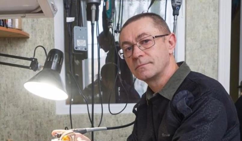 Волинський Фаберже: майстер кує мереживо для писанок з бронзи і срібла. ВІДЕО