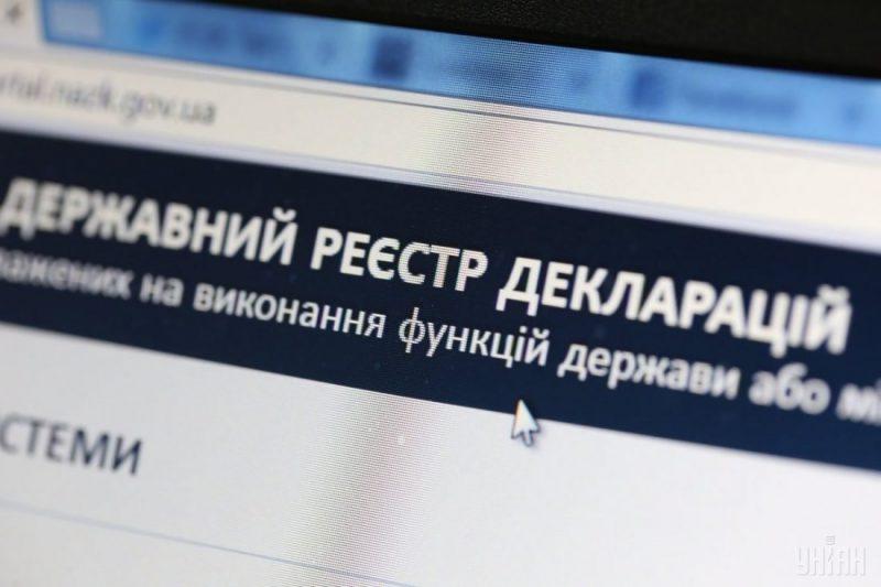 Волинська чиновниця продала дороге авто, купила нове та «забула» вказати про них у декларації