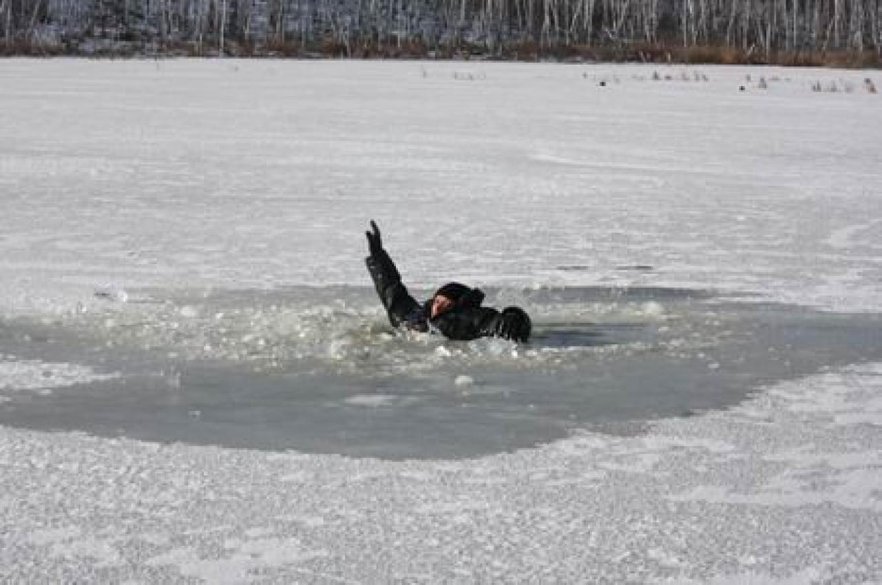 На Волині врятували чоловіка, який тонув на озері