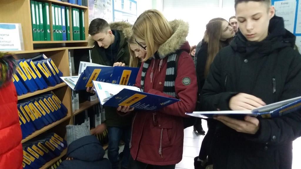 У Луцьку школярі завітали на День відкритих дверей центру зайнятості