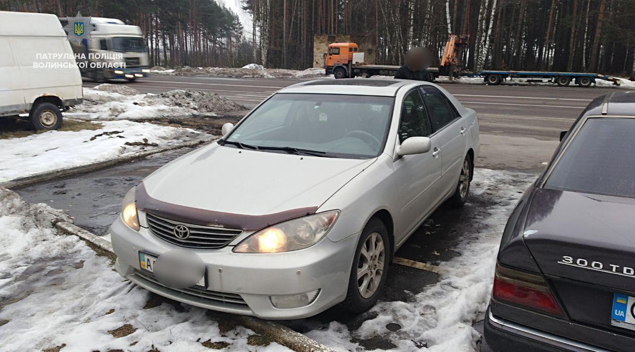 На Волині затримали крадене авто та водія з підробленими документами