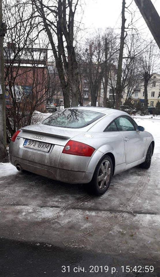 У Луцьку муніципали впіймали дев'ять водіїв на тротуарах та зелених зонах