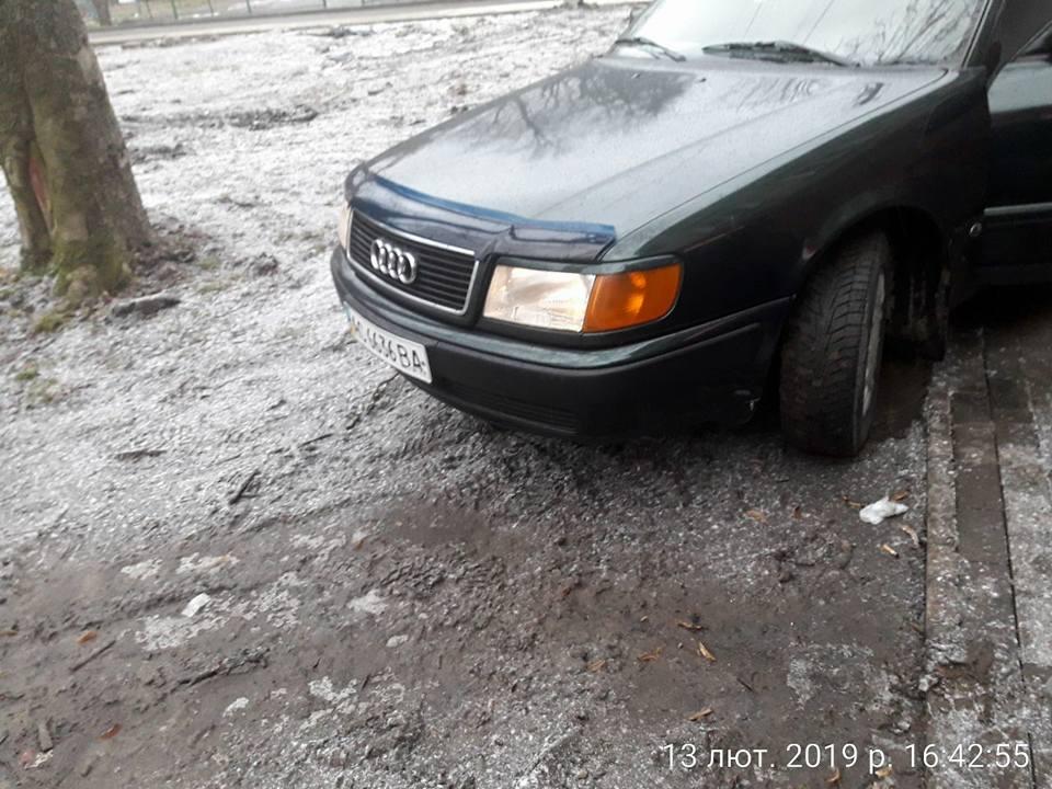 У Луцьку чоловікові забракло місця припаркувати авто