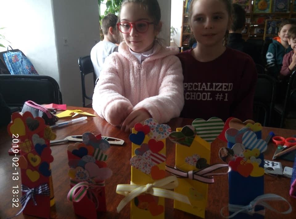 У Луцьку діти виготовляли валентинки. ФОТО