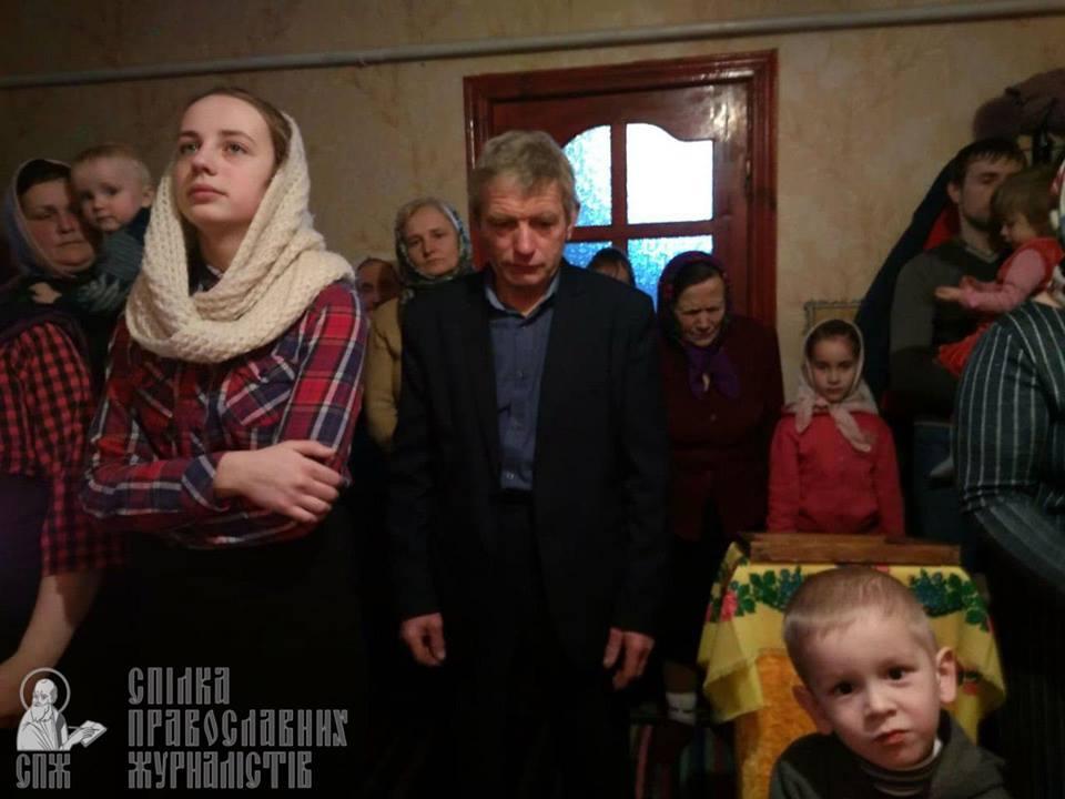 У волинському селі УПЦ МП проводить Богослужіння у хаті. ФОТО
