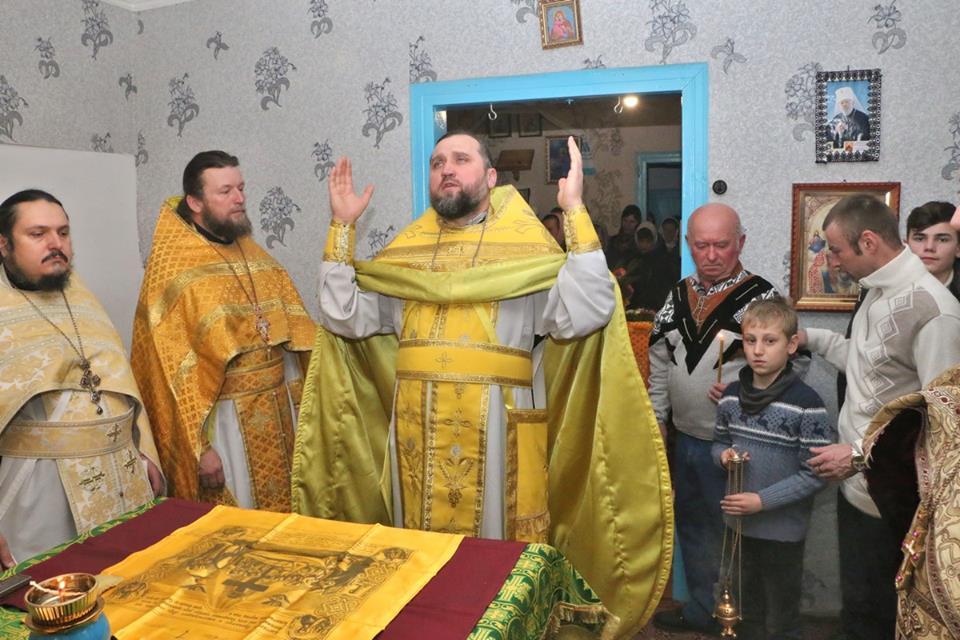 Ще одне волинське село вирішило облаштувати церкву у хаті. ФОТО