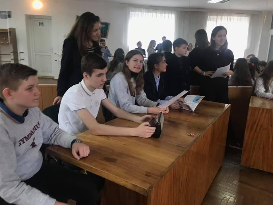 У Луцькій гімназії діє гурток юних журналістів. ФОТО