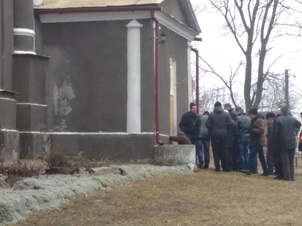 Священик заявив, що у селі на Волині відбувається вакханалія