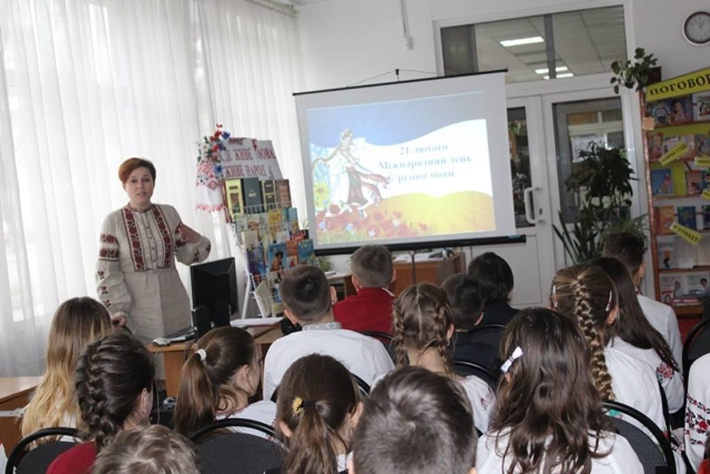 Луцькі школярі відзначили Міжнародний день рідної мови. ФОТО