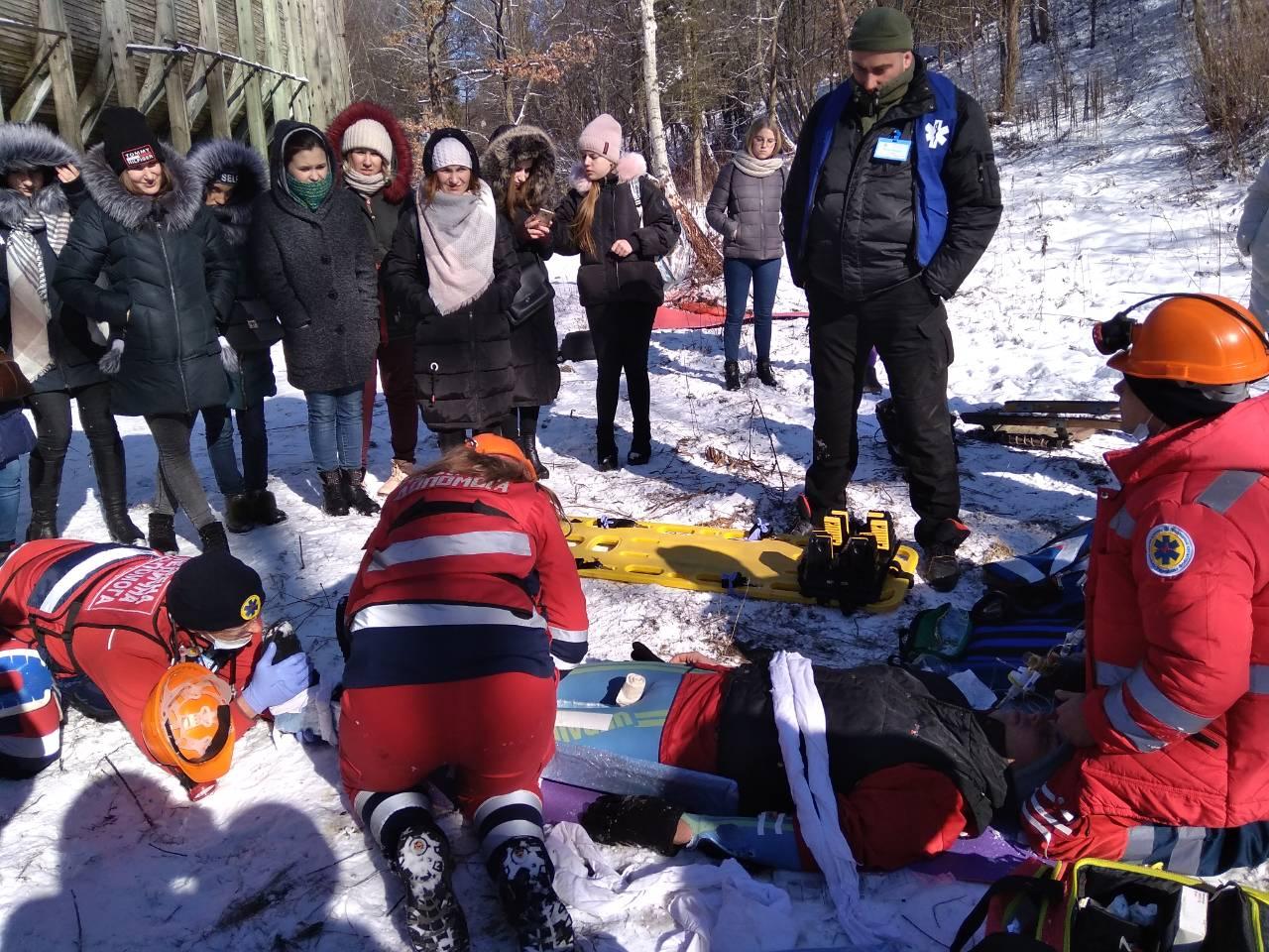Волинські медики змагаються у ралі неподалік Кременця. ФОТО
