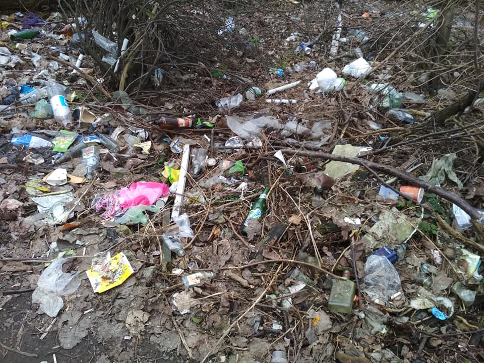 У Луцьку берег річки завалили сміттям. ФОТО