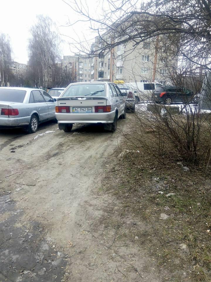 У Луцьку «полюють» на горе-паркувальників. ФОТО