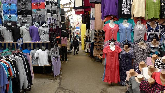 Волинянин викрав два светри на ринку