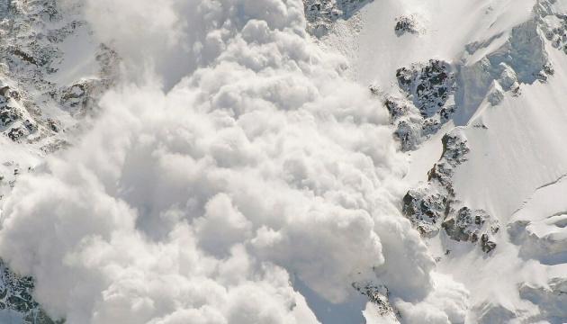 У Канаді лавина накрила туристів, загинула жінка