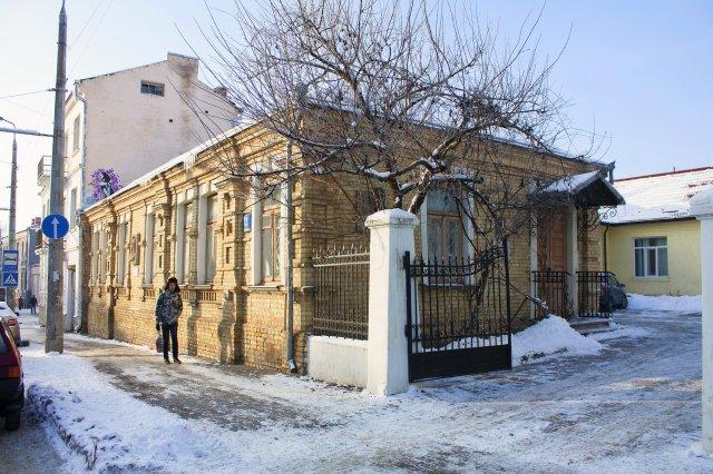 У Луцьку демонтують меморіальну дошку декомунізованому письменнику