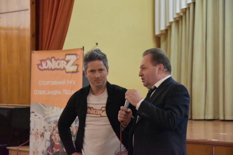 У Луцьку відомий шоумен навчав вчителів фізкультури нових видів спорту. ФОТО