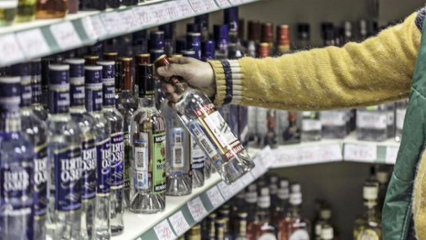 В одному з сіл Волині нелегально торгували спиртним та цигарками