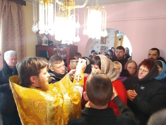 Громада УПЦ МП у селі під Луцьком молиться у будинку священика