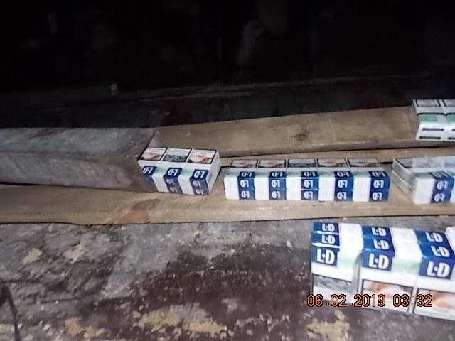 Волинські митники виявили схованку цигарок