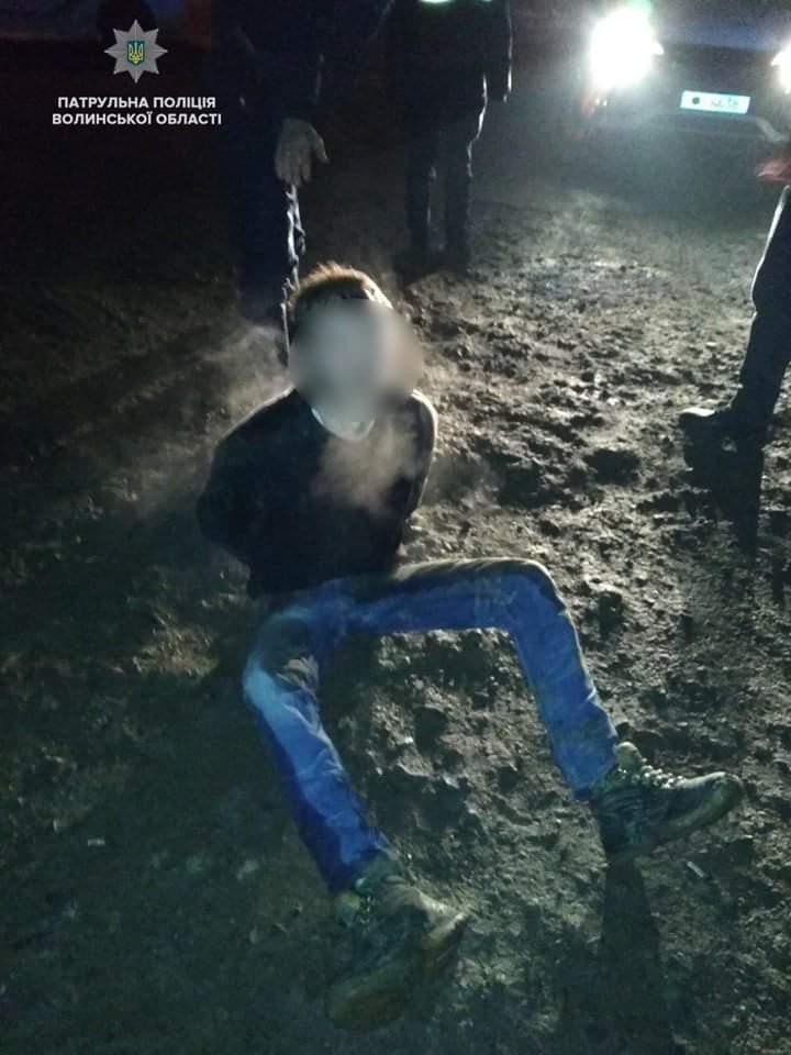 У Луцьку патрульні затримали двох хуліганів. ВІДЕО