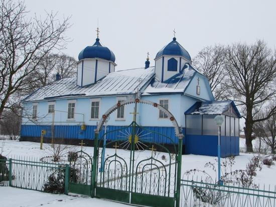 В УПЦ МП заявляють, що їхня громада у волинському селі продовжує діяти, а храм захопили