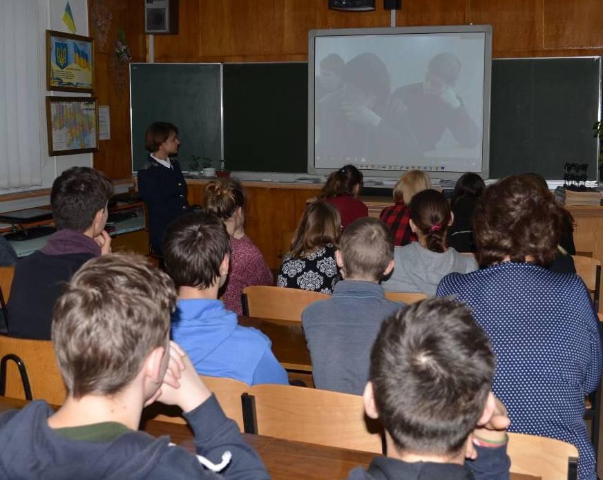 У Нововолинську прокурори провели роз'яснювальну роботу серед підлітків