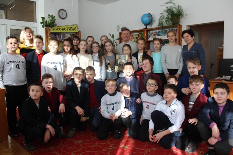У Луцьку дітям презентували книги Мирона Козака. ФОТО