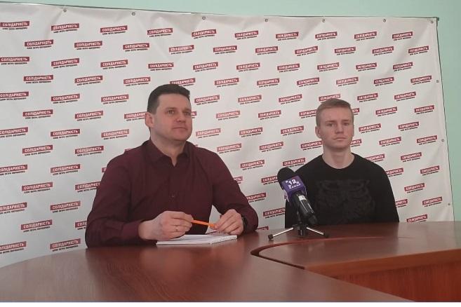 Хлопець, який порізав агітаційний намет Порошенка у Луцьку, публічно вибачився. ВІДЕО