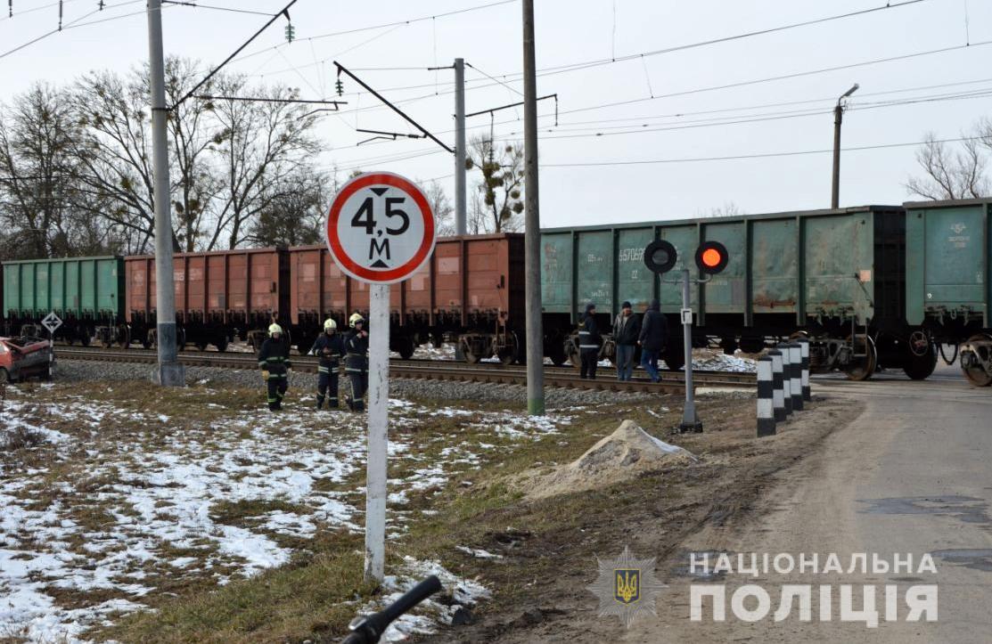 На Волині автомобіль зіткнувся із потягом, є постраждалі. ФОТО