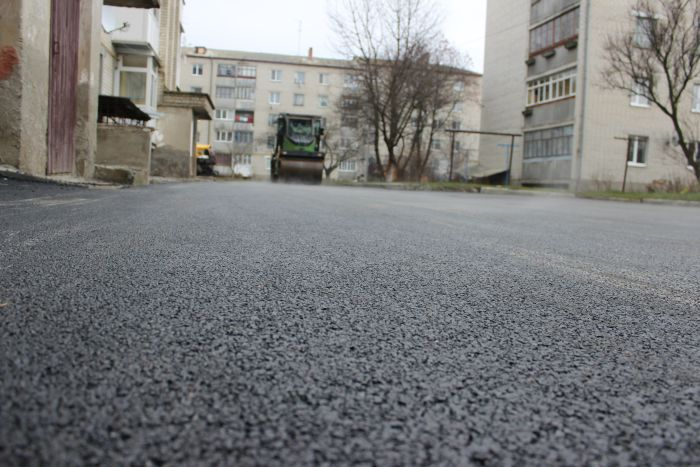 У Луцьку на поточний ремонт двору витратять понад 300 тисяч гривень
