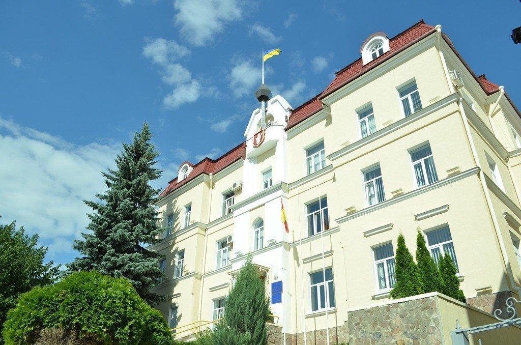 Майданчики, меблі, лавочки, оргтехніка: на що найчастіше спрямовують кошти з «депутатського фонду» у Луцькраді